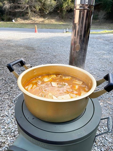 クッキングストーブでチゲ鍋