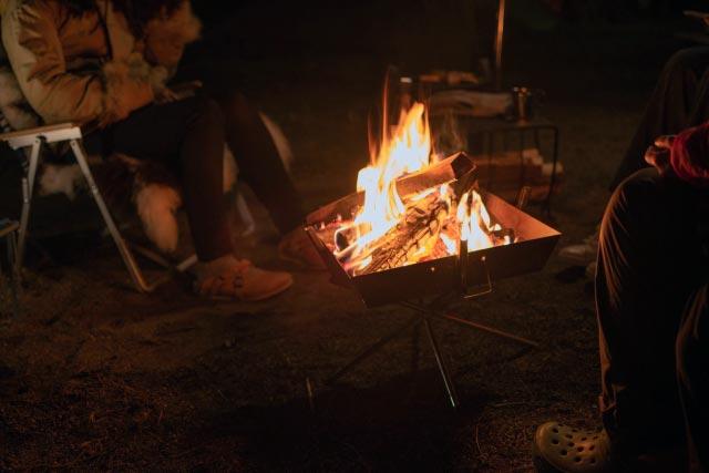 薪を使った焚き火